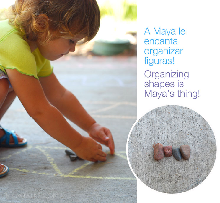 Chalk play, little girl organizing rocks -MamiTalks.com