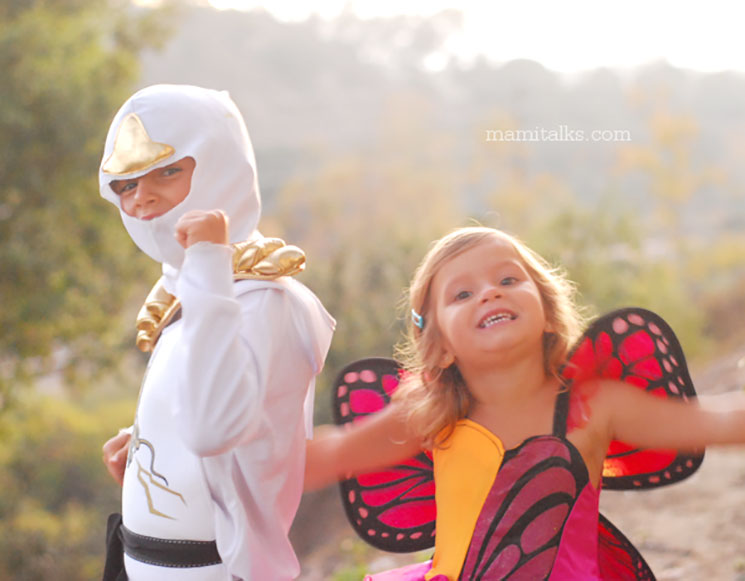Girl dressed in butterfly costume and white ninja boy. MamiTalks.com