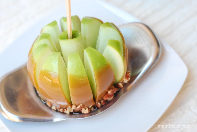 Manzana acaramelada cortada en pedacitos. MamiTalks.com