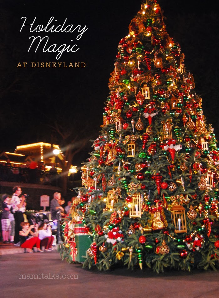 Holiday_magic_at_disneyland_mamitalks