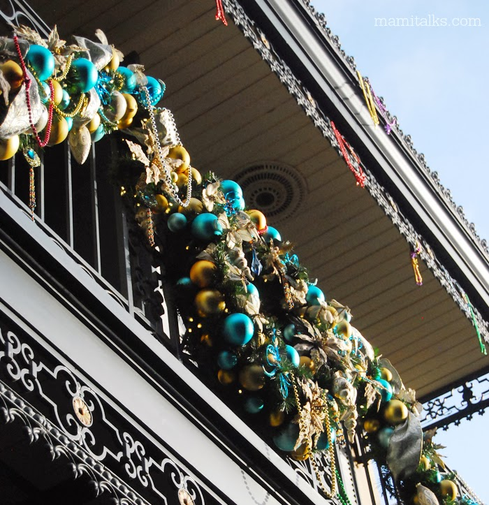 Disneyland Decorated For Christmas: Holiday Decoration At Disneyland