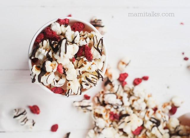 Dark Chocolate Drizzled Popcorn with Raspberries - Mamitalks.com