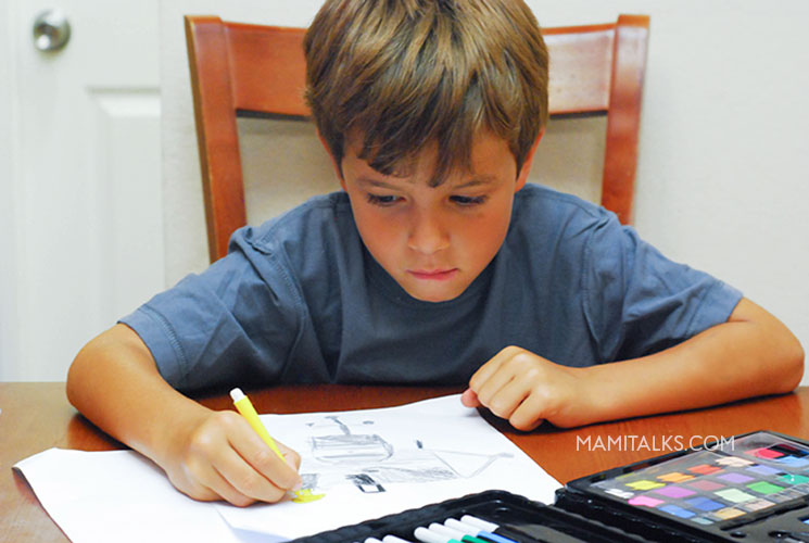 Kid making personal stationery for teachers. -MamiTalks.com