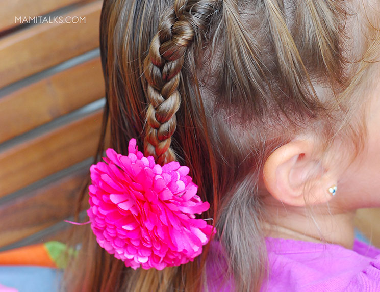 Little girl with french braid. -MamiTalks.com