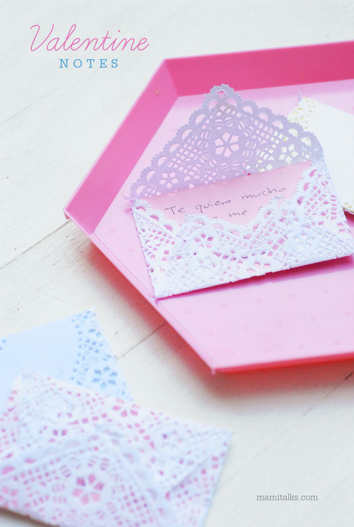 Valentine notes on a pink tray. -mamiTalks.com
