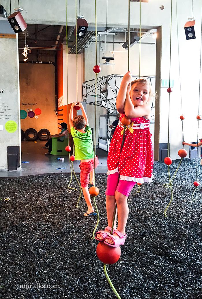 little-girl-hanging-on-cord-mamitalks