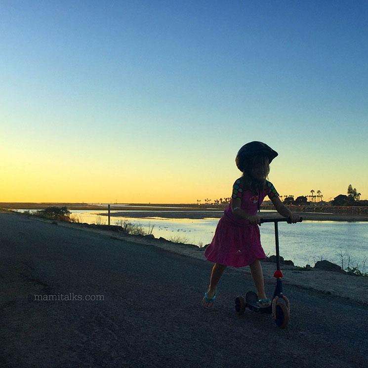 Little girl with Scooter -MamiTalks.com