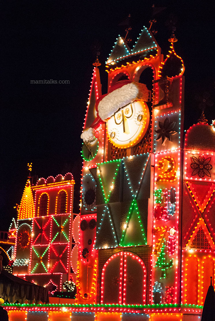 Once Upon a Time in Disneyland, Christmas It's a Small World. -MamiTalks.com