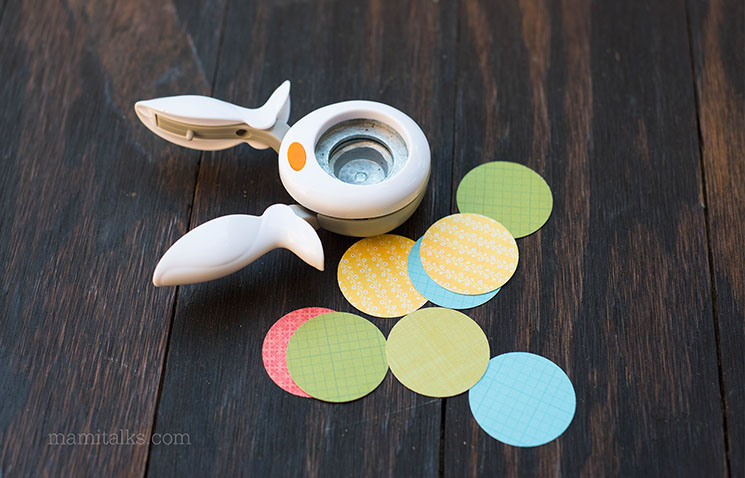 Cut circle labels with a circle punch -MamiTalks.com