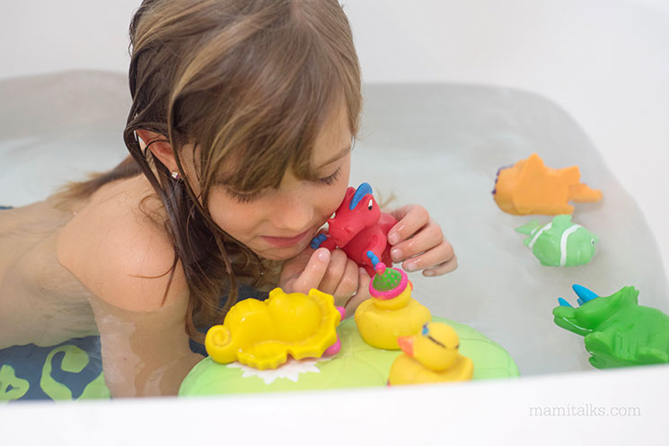 Spring cleaning best way to clean bath toys mami talks for Fastest way to clean bathroom