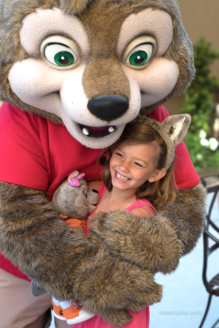 Hugging Wiley the Wolf at Great Wolf Lodge -MamiTalks.com
