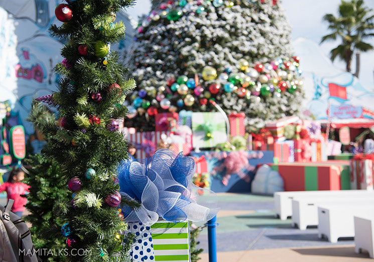 grinchmas universal studios hollywood mamitalkscom - When Does Universal Studios Hollywood Decorate For Christmas