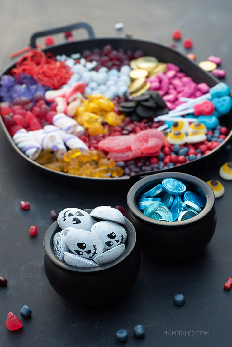 Candy platter Halloween idea. -MamiTalks.com