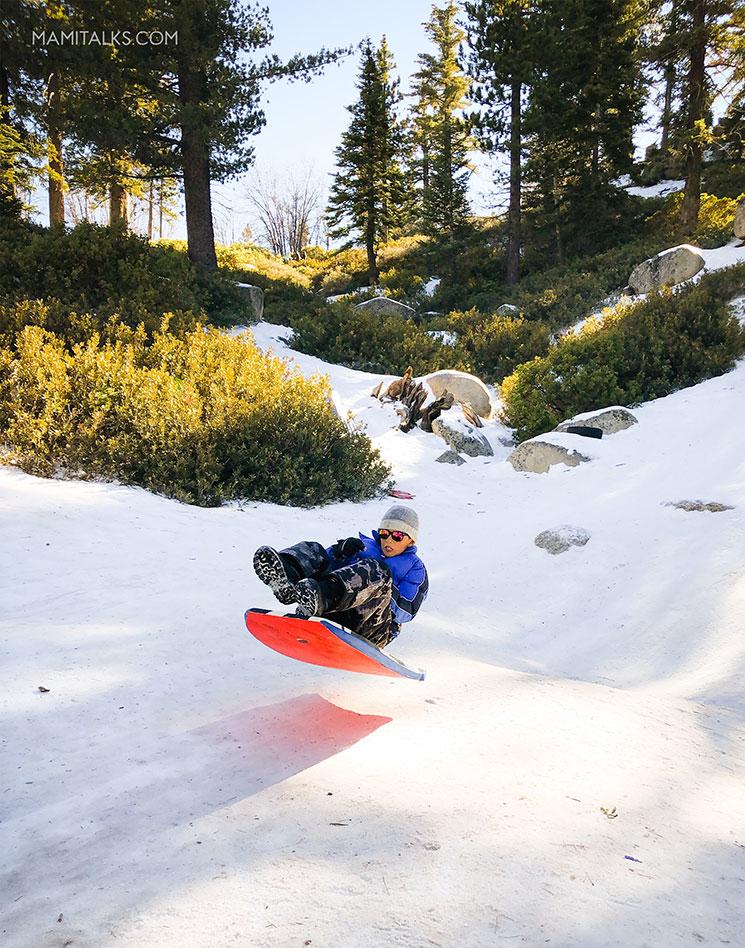 Kids sledding in Big Bear. -MamiTalks.com