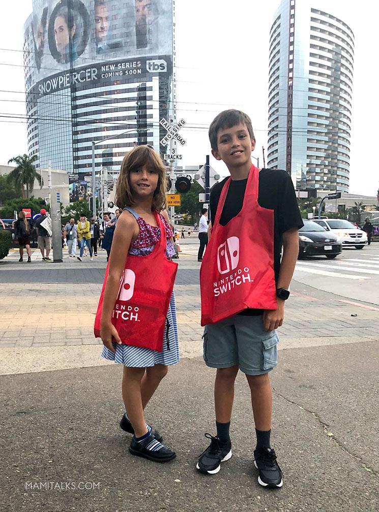 Outside comicon, 2 kids with Nintendo bags.-MamiTalks.com