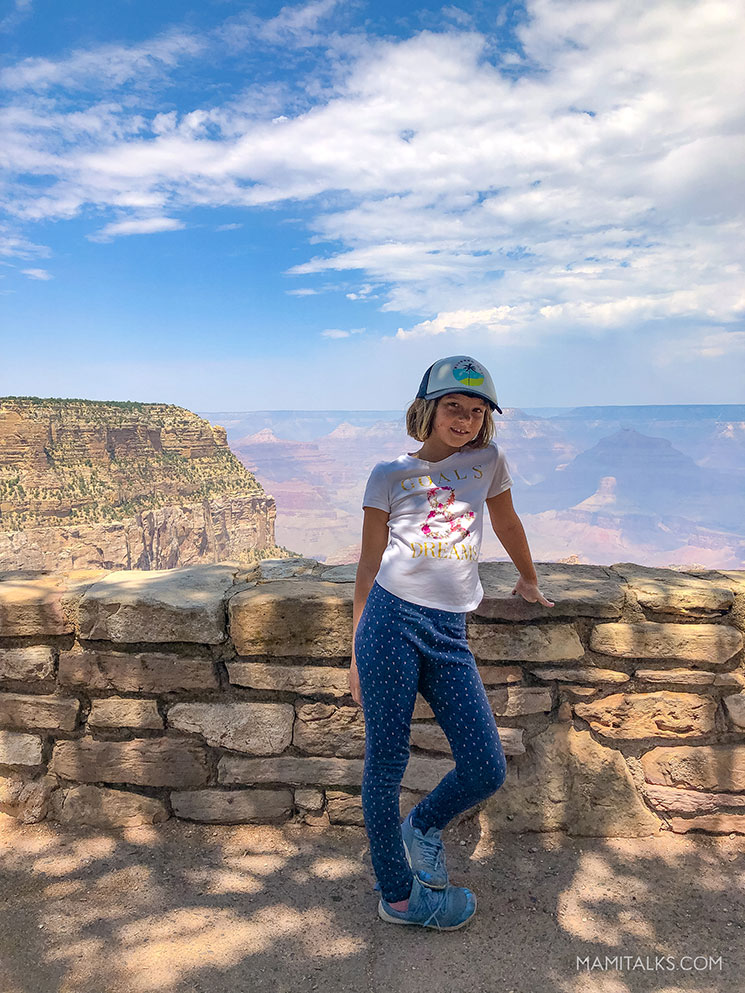 Girl in front of the Grand Canyon. -MamiTalks.com