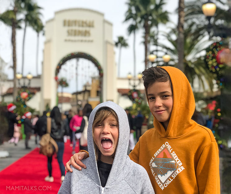 boy and girl in front of Holidays at Universal Studios Holywood -MamiTalks.com