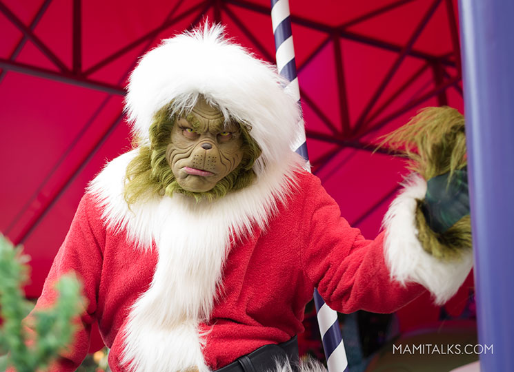The Grinch close-up. Holidays at Universal Studios Holywood -MamiTalks.com