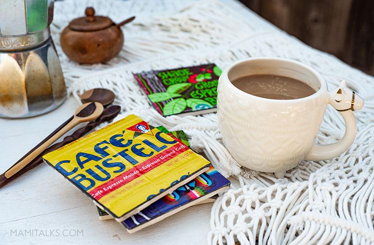 Portavasos hechos con baldosas y una taza de café - MamiTalks.com