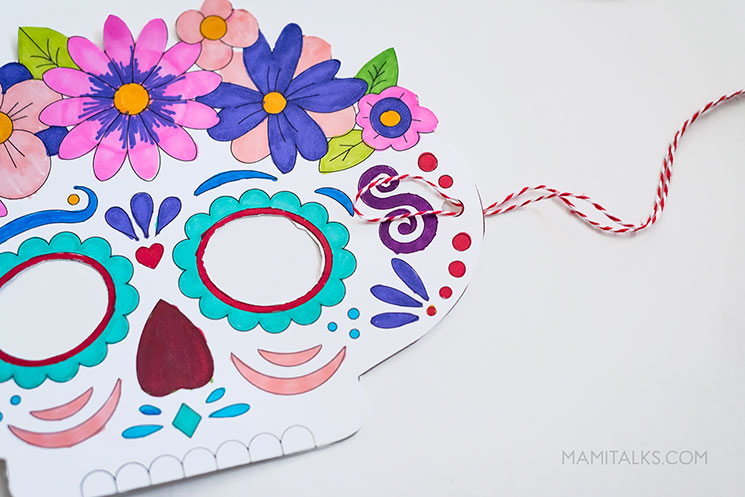 Day of the dead mask step 5. -MamiTalks.com