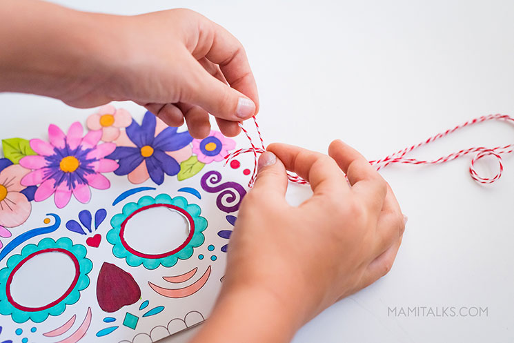 Day of the dead masks step6. -MamiTalks.com