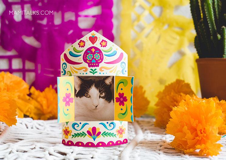 Mini altarwith photo of a cat. -MamiTalks.com
